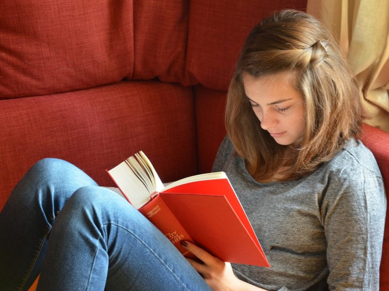 ¡Leer en papel con la Biblioteca de Vitacura siempre es más entretenido!